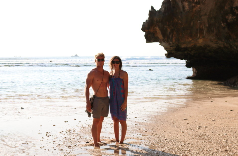 Tegan and Dan standing in front of the ocean in the keyhole at uluwatu