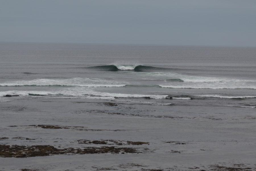 Surf at the reef break in Bundoran