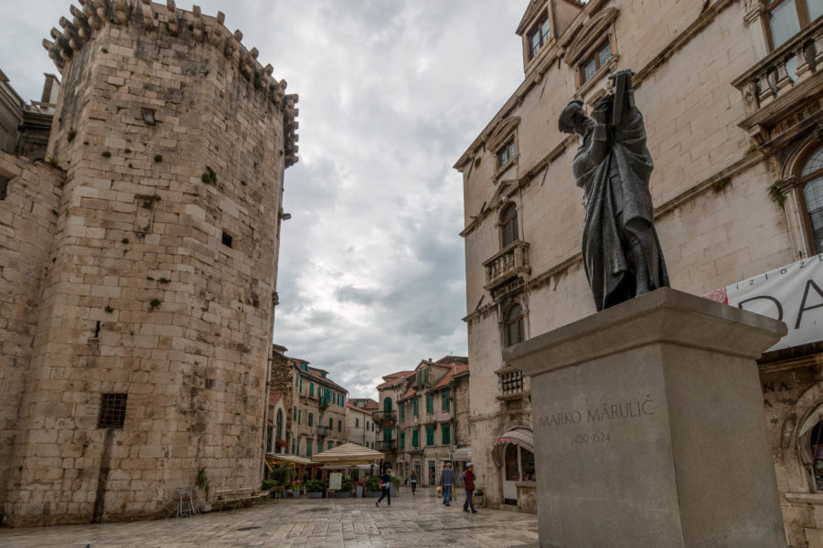 Buildings of split, statues