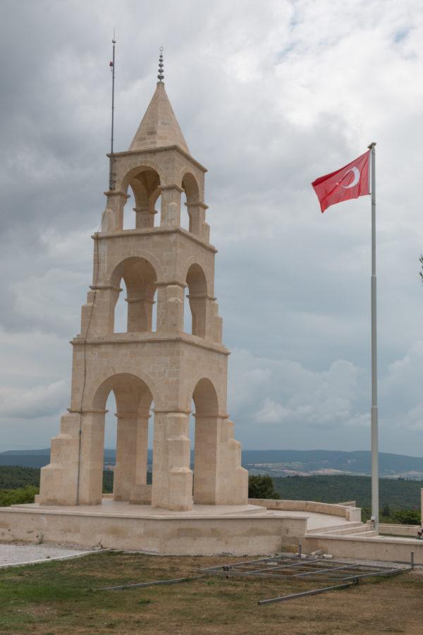 Turkish memorial up close, red turkish flag raised